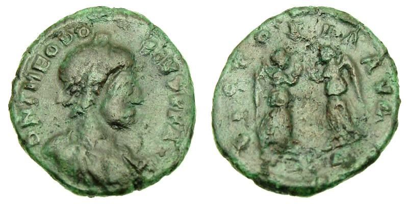 THEODOSIUS I/TWO VICTORIES, 384 AD - 388 AD, Bronze AE4